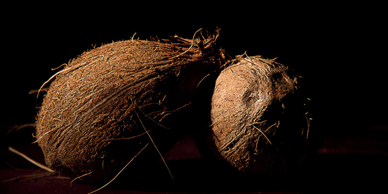 naturaleza muerta cocos negros