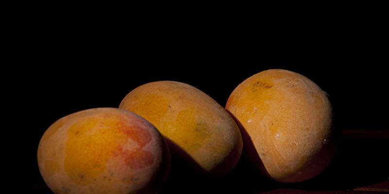 naturaleza muerta frozen mangoes